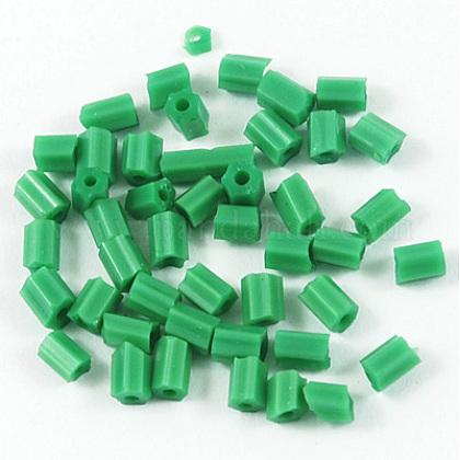 Dos abalorios de la semilla de cristal talladoCSDB47-1